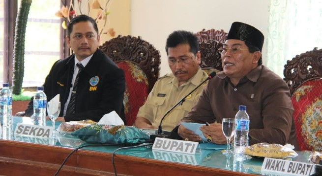 Bupati Bolmong Salihi Mokodongan saat meresmikan kantor Badan BNN Kabupaten Bolmong.
