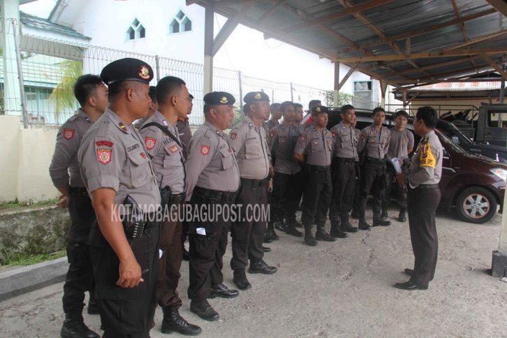 SIAGA 1 Anggota Polres Bolmong yang siap melakukan penangkapan terhadap pelaku anarkis Pilkada Boltim