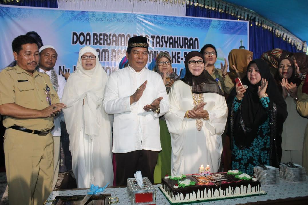 Bupati Bolmong Hi.Salihi B.Mokodongan melaksanakan Pelantikan Pengurus Kecamatan BKMT Se-Kabupaten Bolmong.