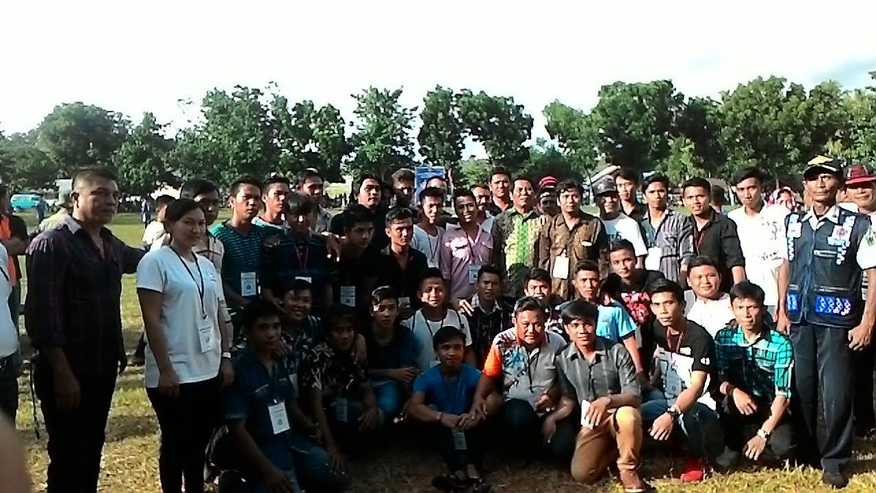 Bupati Bolmong Salihi Mokodongan bersama seluruh Panitia Pelaksana Open Turnamen Salihi Cup dilapangan Desa Nanasi Kecamatan Poigar.