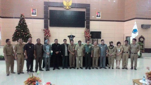 Bupati Bolmong Salihi Mokodongan saat melaksanakan MoU dengan Gubernur Sulut dibidang Swasembada Pangan khususnya produksi Pertanian