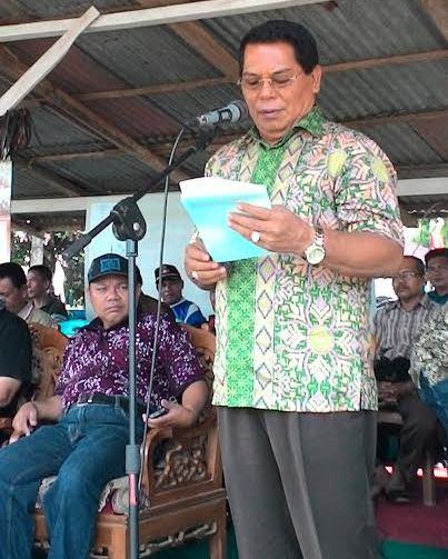 Bupati bolmong Salihi B Mokodongan akan nikah massal 300 pasangan suami isteri.