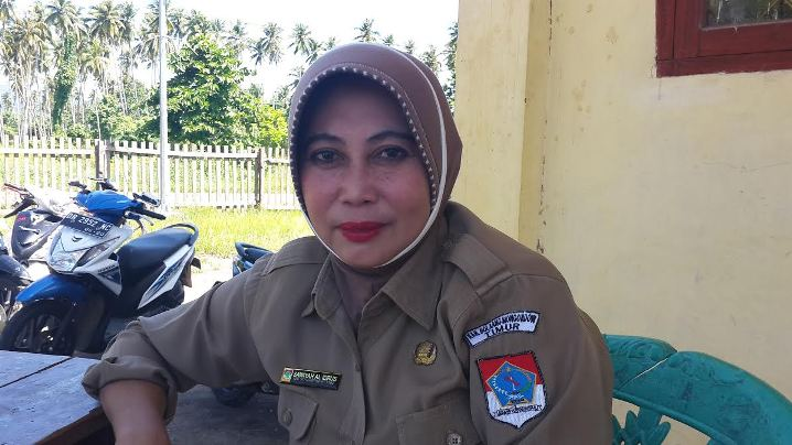 Kepsek SMK Negeri Motongkad, Sawiyah Alidrus.