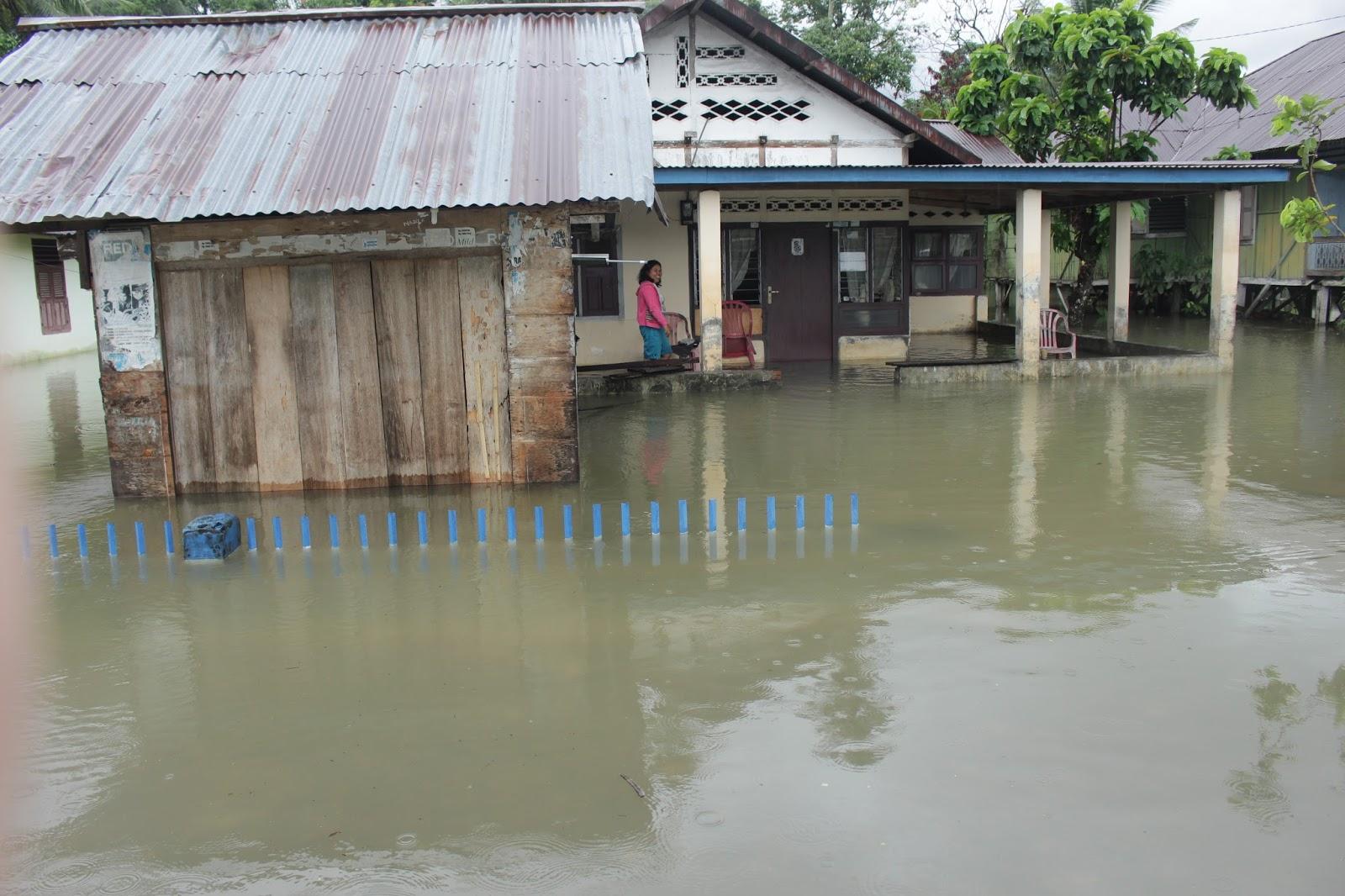 Sebuah rumah yang terkena bencana banjir di Desa Bolangat Kecamatan Sangtombolang. (Foto :DTN)