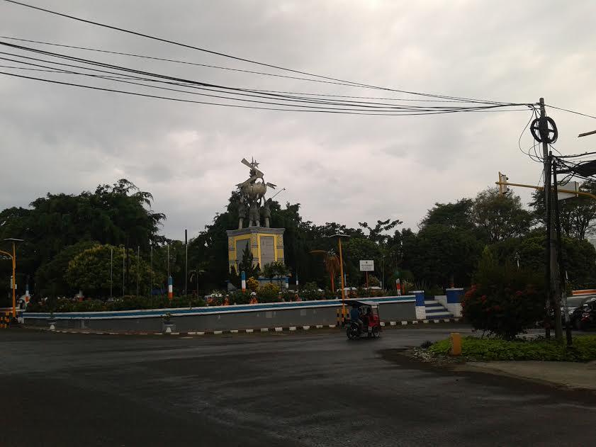 Taman Pemekaran Bolmong Raya terletak di pusat Kota Kotamobagu kini kehilangan identitas nama bahkan Pemkot Kotamobagu telah mengganti nama sepihak dengan sebutan Taman Kota.