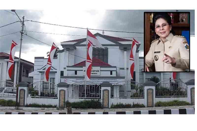 Dugaan Konspirasi buku APBD Gate. Foto Kantor DPRD Kota Kotamobagu, inzert : Walikota Kotamobagu, Ir Tatong Bara.