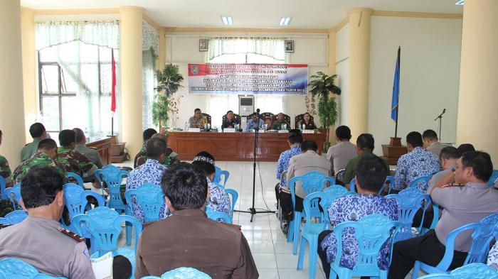 Bupati Bolmong Salihi B.Mokodongan, saat memimpin rapat.