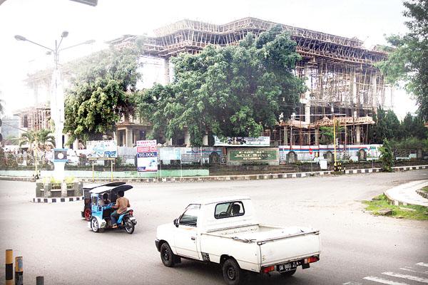 Nasib bangunan Masjid Raya Baitul Makmur yang sudah dua tahun terkahir dalam keadaan terlantar (manadopostonline)