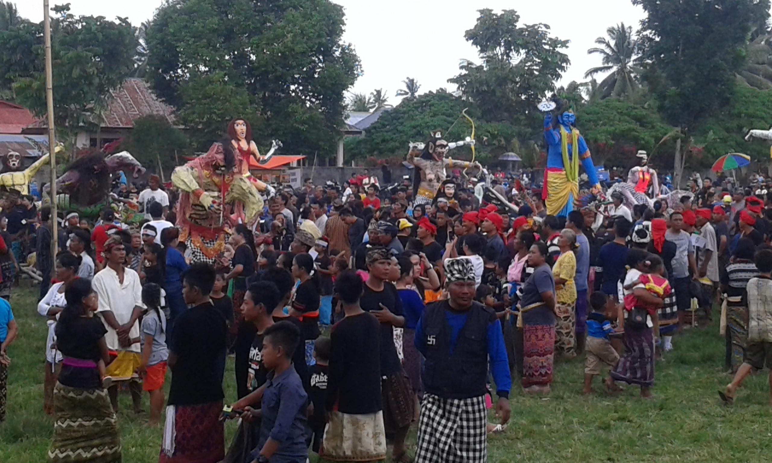 Peringatan Hari Raya Nyepi Tahun Baeu Saka 1938 Bupati Bolmong Salihi Mokodongan melepas Pawai Seni Ogoh Ogoh