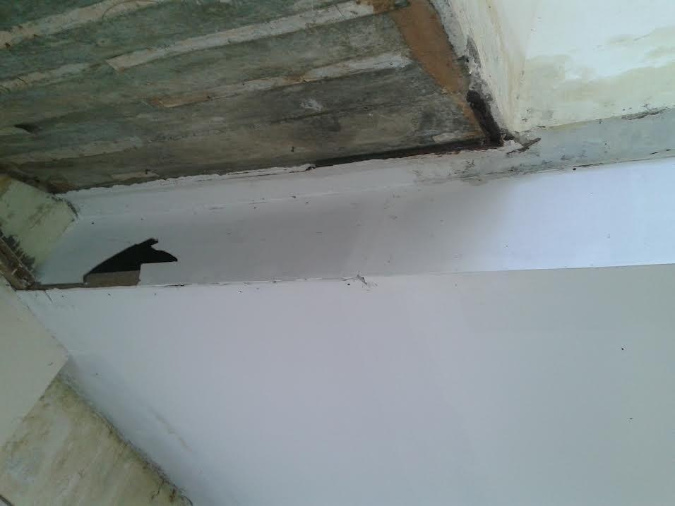 Tampak kondisi fisik beton di Kantor Bupati Bolmut tepatnya di depan ruangan Kabag Humas. (dok kotamobagu post)