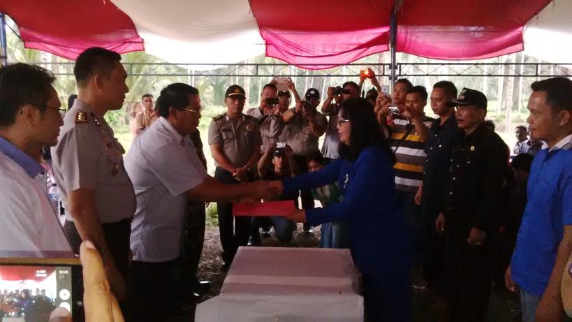 Kesepakatan Ikrar Damai antara warga Desa Siniung dan Siniung Induk dihadiri oleh Bupati Salihi Mokodongan, Kapolres Bolmong serta tokoh pemuda dan tokoh agama dari dua Desa yang sempat bertikai