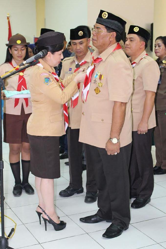Vanda Sarundayang melantik Salihi Mokodongan sebagai Ketua Mabicab Pramuka Kabupaten Bolmong.
