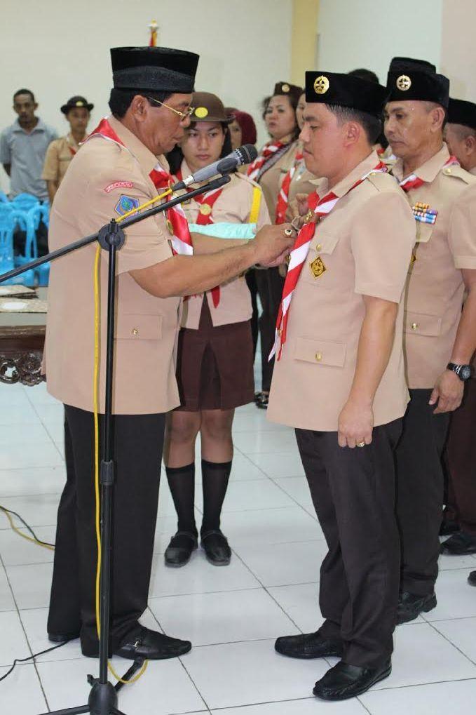 Ketua Mabicab Salihi Mokodongan melantik Welty Komaling Selaku Ketua Kwarcab Pramuka Bolmong.
