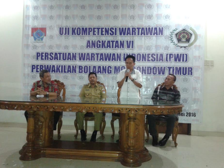 Tim Penguji Dewan Pers, Usman Yatim yang juga Direktur Uji Kompetensi Wartawan PWI Pusat dalam sambutannya pada kegiatan UKW di Boltim.