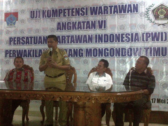 Acara UKW Angkatan VI PWI Sulut di Boltim, saat ditutup resmi oleh Wakil Bupati Boltim Drs Rusdy Gmalangit
