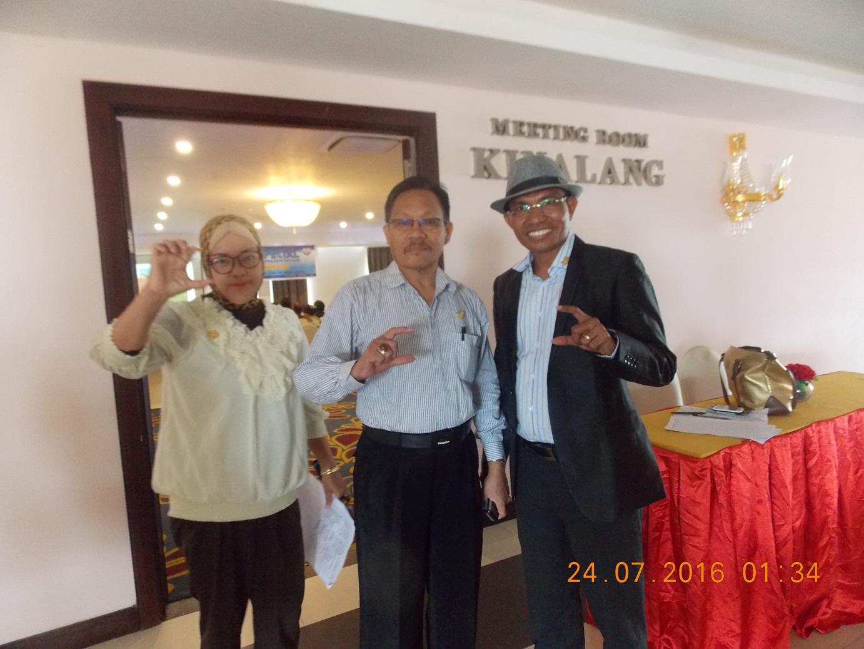 Angelus K Solupung bersama Vicktor Ngantung usai sukses menggekar Seminar Kesehatan dan Peluang Usaha di Hotel Sutan Raja Kotamobagu