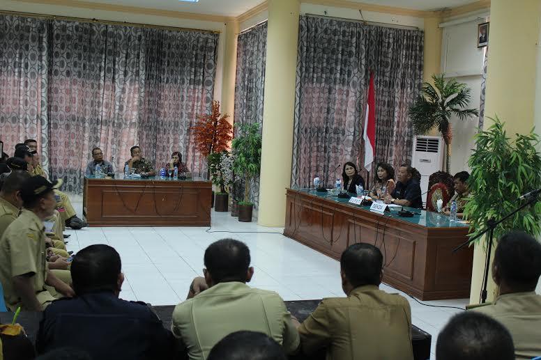 Bupati Bolmong Nixon Watung saat memimpin Rapat Kerja Daerah dan Sosialisasi BUMDES (dok : Ma'arif)