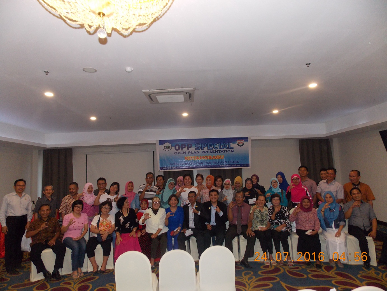 Foto Bersama peserta Seminar Kesehatan dan Peluang Usaha di Hotel Sutan Raja Kotamobagu (dok Wandy Rotu/KPC)