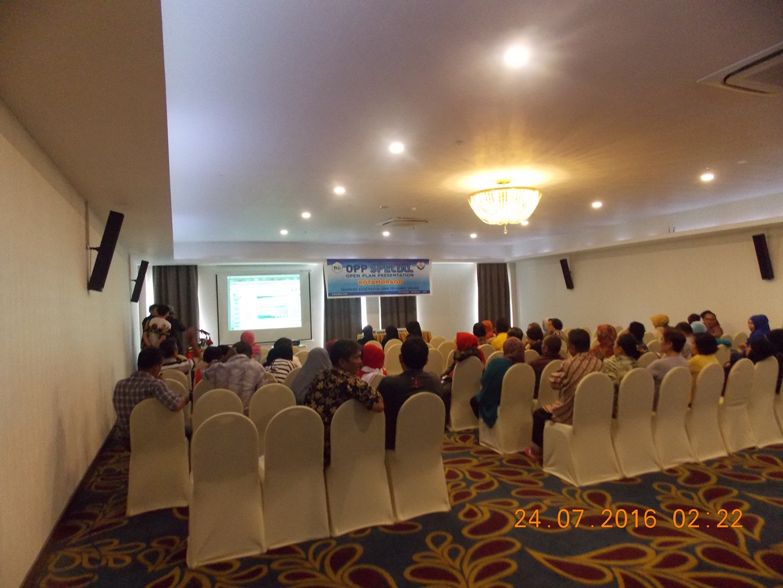 Peserta Seminar Kesehatan dan Peluang Usaha yang mengikuti presentasi dari tokoh sukses KFC Indonesia, Angelus K.Solapung SS (Dok : Wandy Rotu/KPC)