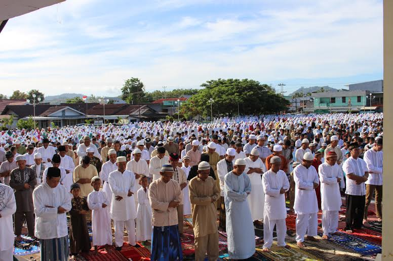 Sholat Idul Fitri Bupati Bolmong dan masyarakat