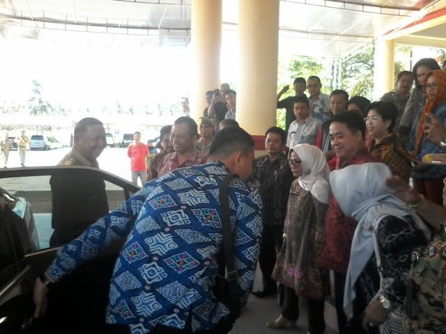 Pjs Bupati Bolmong Nixon Watung dijemput hiikmat oleh pejabat SKPD Bolmong