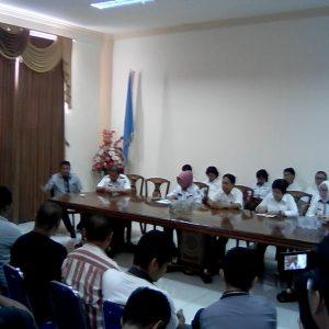 Konferensi Pers Pemkab Bolmong bersama para awak media/Foto: Wandy R