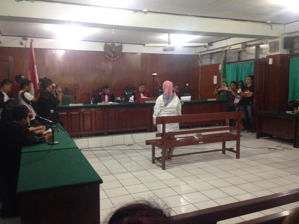Marlina Moha Siahaan sebutan akrab MMS dalam sidang dugaan korupsi TPADP di Pengadilan Tipiko Manado, putusan Hakim menyatakan dakwaan JPU kabur dan menyesatkan