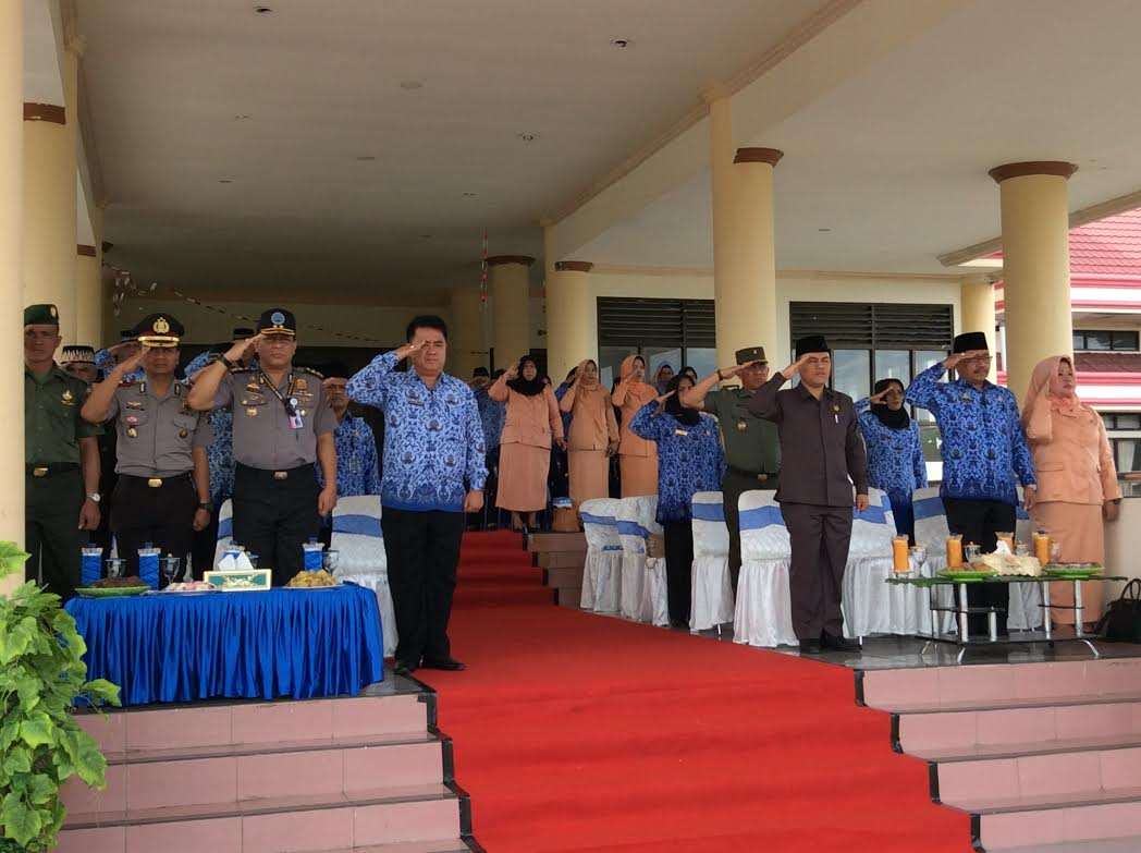 Para pejabat SKPD Bolmong, pejabat Forkompmda Kabupaten Bolmong saat mengikuti Upacara Peringatan Sumpah Pemuda ke 88 Tahun 2016