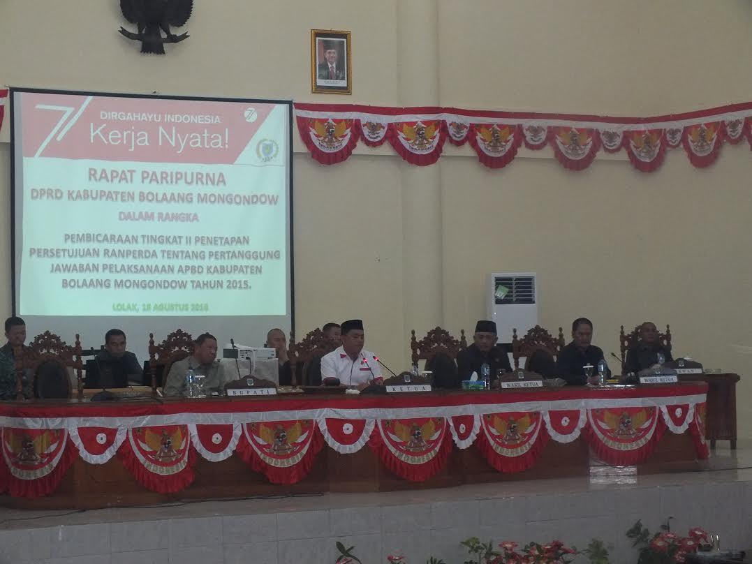 Rapat Paripurna DPRD Kabupaten Bolmong dalam rangka pembahasan APBD Perubahan Tahun 2016. (dok : humas)