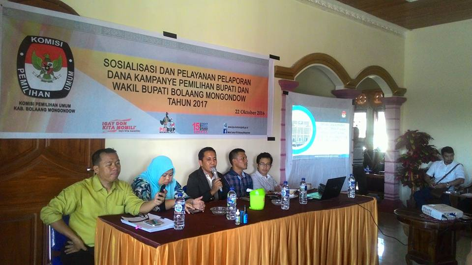 Kegiatan Sosialisasi KPU Bolmong dipimpin Ketua KPU, Fahmi Gobel SE tentang dana kampanye Pilkada 2017