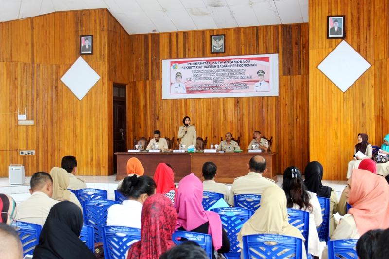Walikota Kotamobagu Ir Hi.Tatong Bara membuka resmi Rapat Koordinasi dan Evaluasi, Penyaluran dan Pemutakhiran Data Raskin Triwulan III Tahun 2016