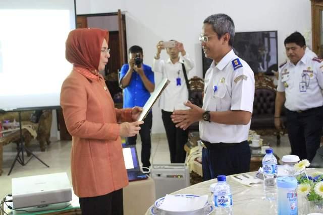 Walikota Kotamobagu bersama pejabat Kementerian Perhubungan RI