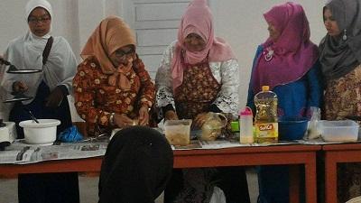 wanita rawan sosialakan menerima-bantuan-fasilitas dari pemkot kotamobagu