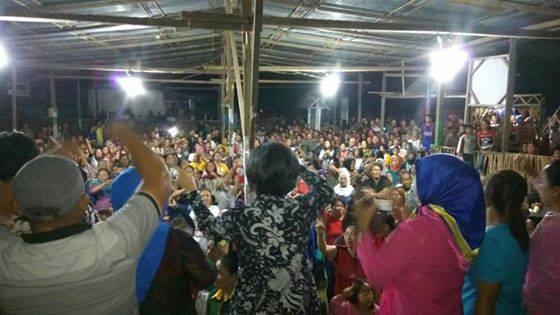 Kampanye Dialogis Pasangan Calon Bupati Yasti Soepredjo Yanni R Tuuk dipadai ribuan warga