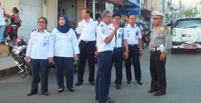 DInas Perhubungan Kota Kotamobagu dan Satlantas Polres Bolmong saat melakukan operasi bersama