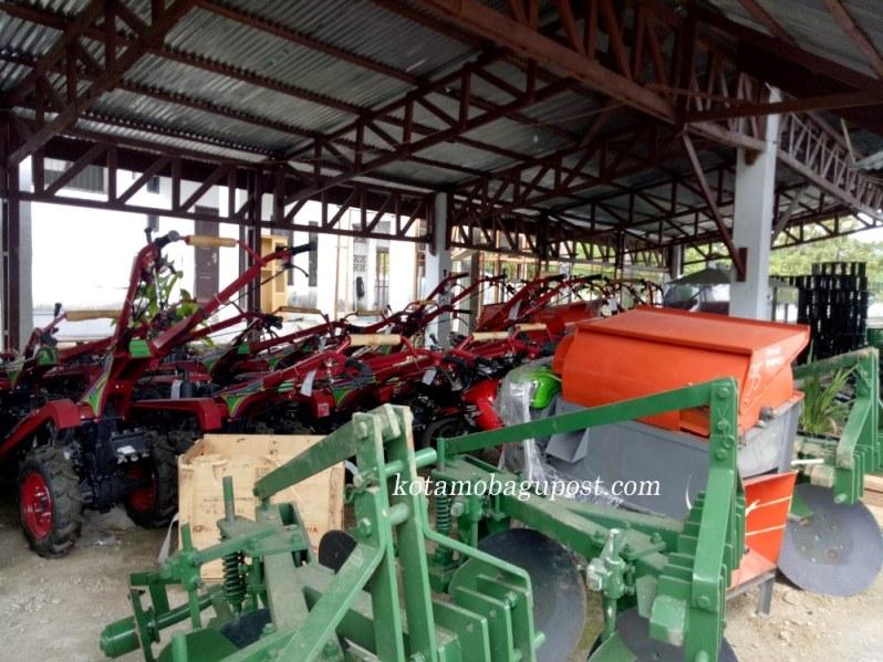 Pacu Swasembada Pangan Kota Kotamobagu, 17 Hand Tracktor Untuk Bantu Petani Garap Sawah
