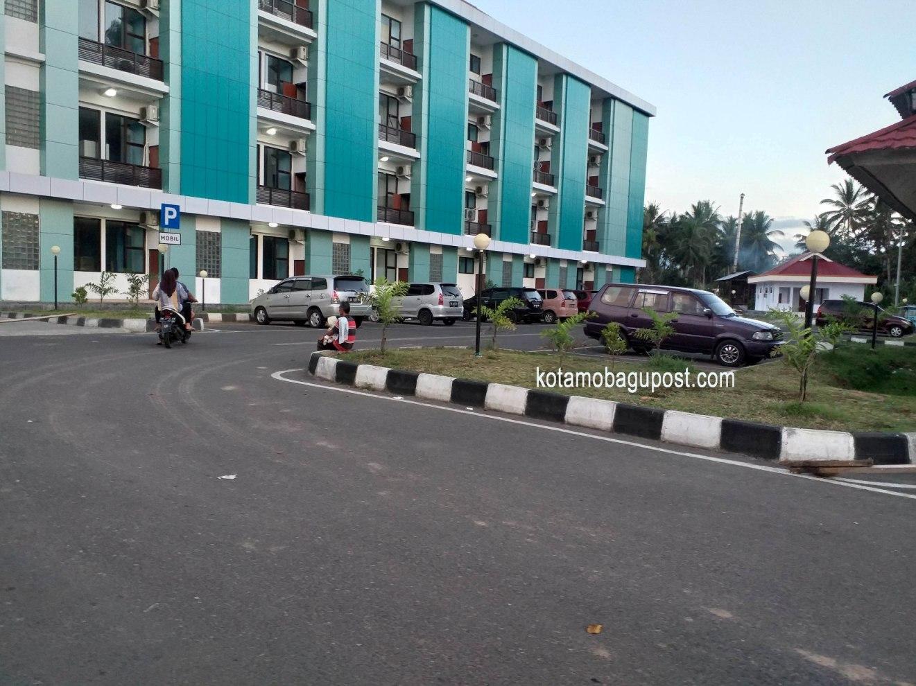 Wajah Ceria RSUD Kotamobagu, Halaman Nan Luas, Dilengkap Portal Otomatis, Seharian Parkir Hanya Rp1000
