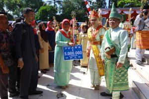 Walikota Tatong Bara dan Wakil Nayodo Koerniawan disela kegiatan peringatan HUT Kota Kotamobagu ke 11