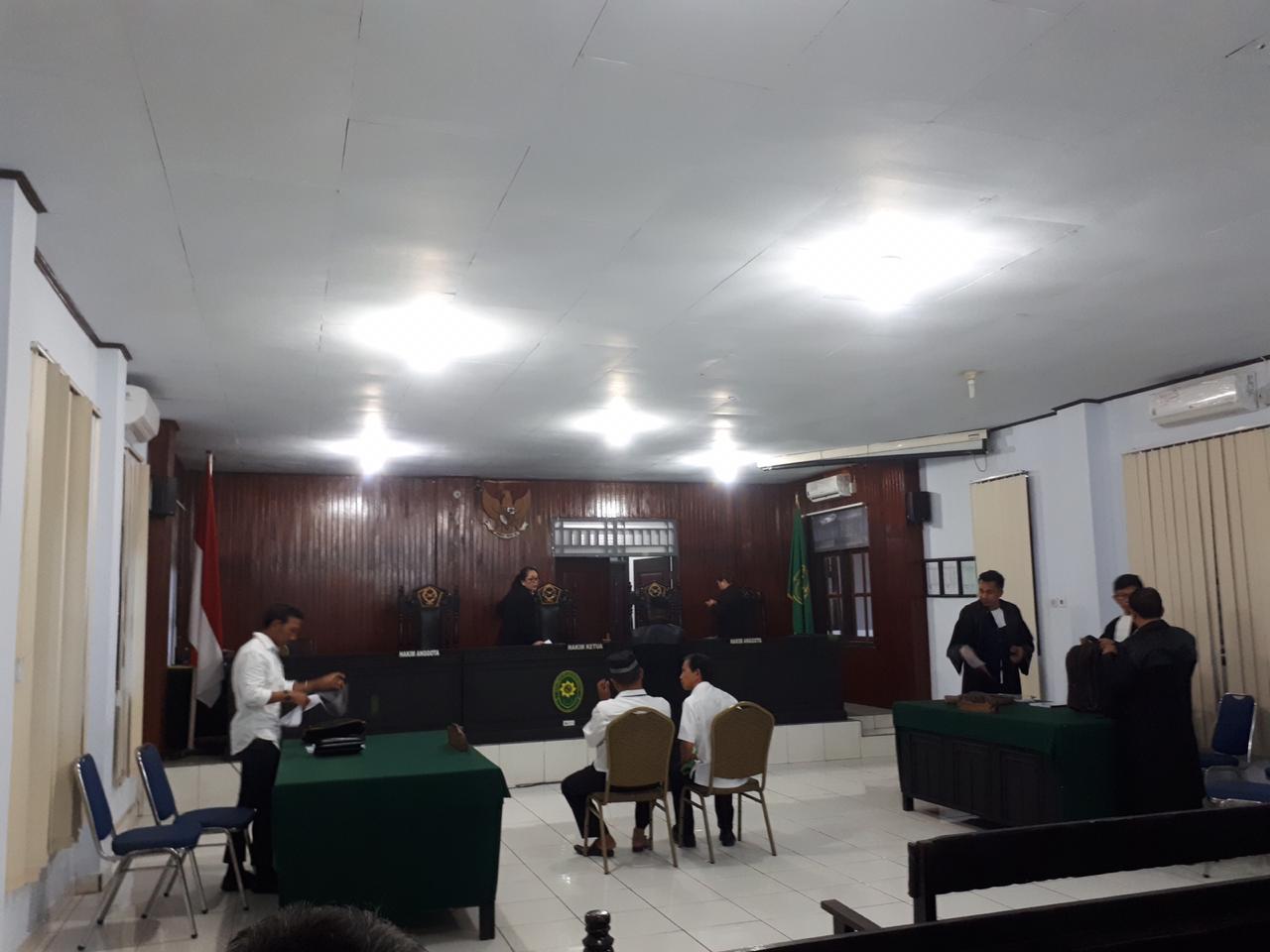 Suasana Sidang Pembacaan Pembelaan Terdakwa Welly Lewan di Pengadilan Negeri Kotamobagu