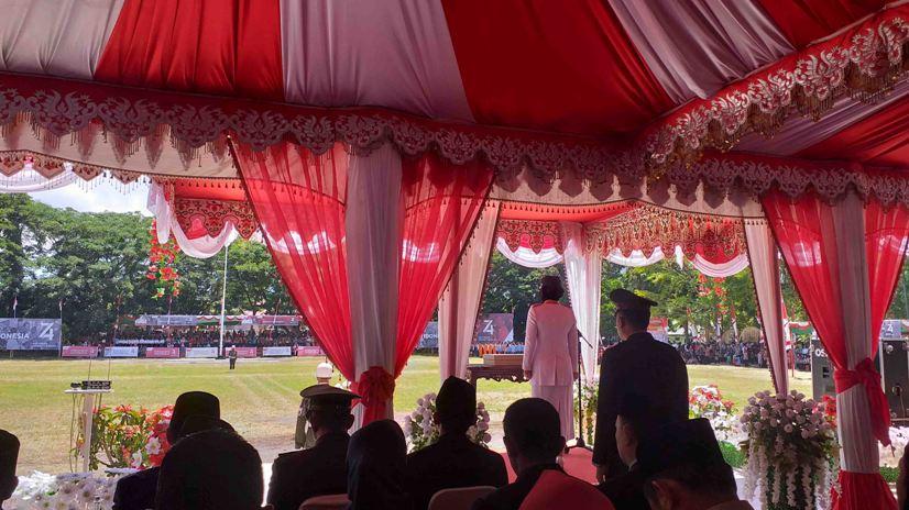 Walikota Tatong Bara Irup HUT RI ke-74, Bertempat di Alun-alun Boki Hontinimbang