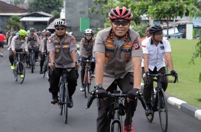 Kapolda Sulut Kunjungi Bolmut dengan Bersepeda.
