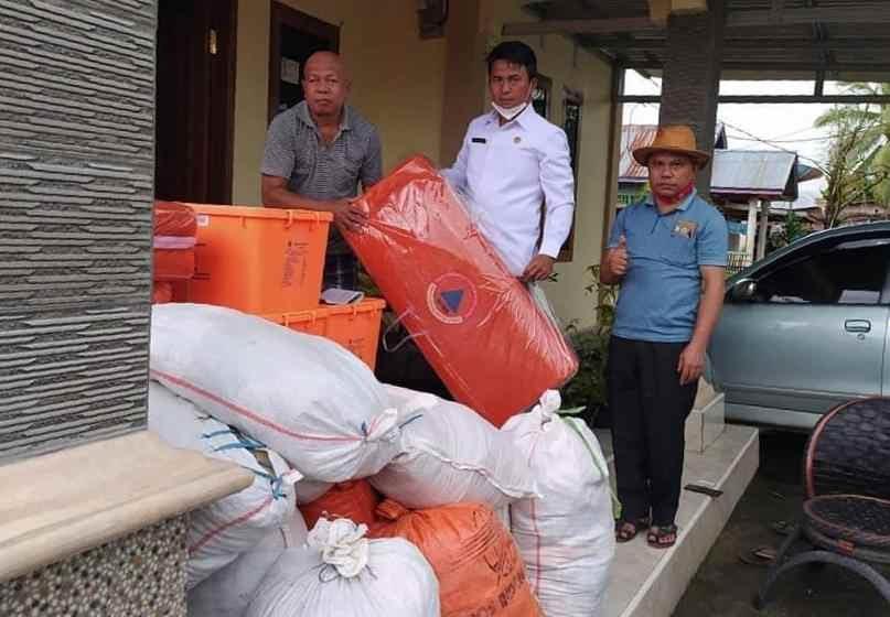 Sekda Bolmong Bantu Korban Banjir Dumoga