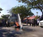Terciduk Bawa Sajam dan Tolak Peliputan Wartawan, Aksi Demo di KPU Bolmut Dibubarkan Paksa Polisi