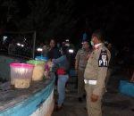 Anggota SP3 'Usir' Pedagang Jualan Makanan di Taman Pemekaran
