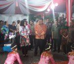 Gubernur Sulut disambut Tarian Kabela di Stand Pameran Milik Pemkot Kotamobagu