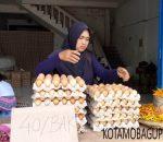 Harga Telur Ayam Rp40 Ribu Perbak di Pasar 23 Maret Kotamobagu