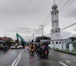 Warga Waspada Melintas, Jembatan Jalan Protokol Kelurahan Kotobangon Sudah 'Dibongkar'