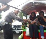 Satlantas Polres Bolmong With Jasaraharja, Bagikan 250 Paket Ta'Jil Tuk Sopir dan Penumpang