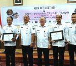 Wakili Walikota, Sekda Adnan Masinae Terima Penghargan Bidang Pengelolaan Sampah dan Sanitasi