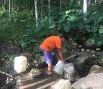 Kemarau di Kota Kotamobagu, Warga Kelurahan Upai Ambil Air Minum Sejauh 5 Kilometer